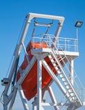 Rettungsboot des freien Falls des orange Schiffs Lizenzfreies Stockbild