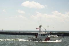 Rettungsboot im Hafen Stockbild