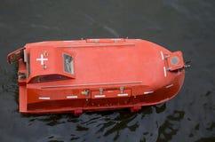 Rettungsboot in Meer Lizenzfreie Stockfotografie