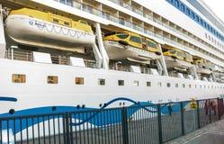 Rettungsboote auf einem Kreuzschiff AIDAmar Lizenzfreie Stockfotografie