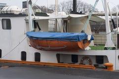 Rettungsboote auf einer Fähre in Oslo Stockfotos