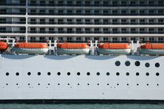 Rettungsboote und Kabinen eines Reisefluges Lizenzfreie Stockfotos