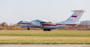 RettungsDüsenflugzeug Ilyushin IL-76 NATO-Berichtsname: Offen vom Ministerium von Notsituationen von Russland entfernt sich lizenzfreie stockfotos
