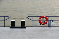 Rettungsgürtel- und Bootsliegeplatz Stockbilder