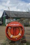 Rettungsring gegen Boatyardhintergrund lizenzfreie stockfotografie