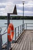 Rettungsring verschob auf dem Griff an der Plattform Rettungsring acces Lizenzfreies Stockbild