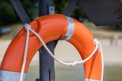 Rettungsring verschob auf dem Griff an der Plattform Rettungsring acces Stockbilder