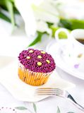 Retty cupcake with purple frosting Royalty Free Stock Images