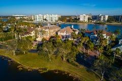 Returnerar den lyxiga Florida för den flyg- bilden fastigheten på Belleview Arkivfoto