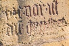 Reuekreuz mit alter mittelalterlicher Abteiwand Stockbild