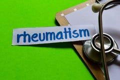 Reumatiek op Gezondheidszorgconcept met groene achtergrond stock foto's