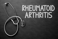 Reumatoid artrit - text på den svart tavlan illustration 3d Arkivfoto