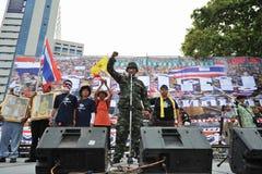 Reunião antigovernamental do grupo do exército de pessoa em Banguecoque Fotos de Stock Royalty Free