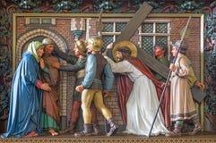 Reunião de Bruges - de Jesus sua mãe Relevo na igreja de St Giles (Sint Gilliskerk) como parte da paixão do ciclo de Cristo imagem de stock