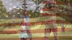 Reunião de família com o pai no uniforme militar video estoque