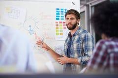 Reunião de Leading Creative Brainstorming do gerente no escritório fotografia de stock