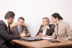 Reunião de negócio de 4 pessoas imagem de stock royalty free