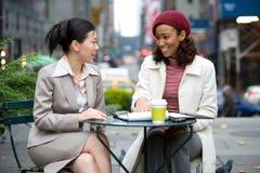 Reunião de negócio na cidade Fotografia de Stock Royalty Free