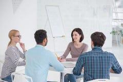 Reunião de negócio no escritório moderno fotografia de stock royalty free