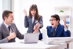 A reunião de negócios com os empregados no escritório Fotografia de Stock Royalty Free
