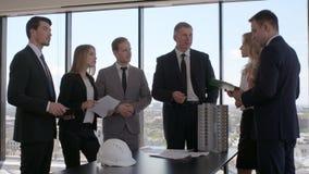 Reunião de negócios dos arquitetos e dos acionistas filme