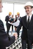 Reunião de negócios dos arquitetos e dos acionistas foto de stock