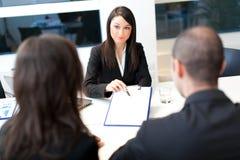 Reunião de negócios: grupo de empresários no trabalho Imagens de Stock Royalty Free