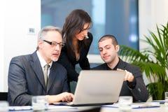Reunião de negócios: grupo de empresários no trabalho Foto de Stock Royalty Free