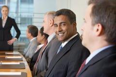 Reunião de negócios na sala de conferências imagem de stock