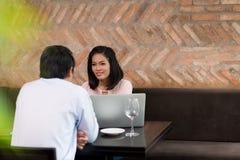 Reunião de negócios no restaurante Imagens de Stock Royalty Free