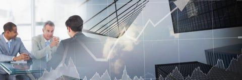 Reunião de negócios pela janela com transição do gráfico da finança da cidade ilustração stock