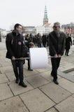 REUNIÃO DINAMARQUESA DO PROTESTO COM SIGNTURES Foto de Stock Royalty Free