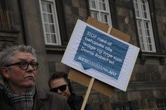REUNIÃO DINAMARQUESA DO PROTESTO COM SIGNTURES Imagem de Stock Royalty Free