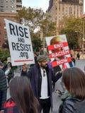 Reunião do Anti-trunfo, racismo do fim agora, Washington Square Park, NYC, NY, EUA Imagens de Stock Royalty Free