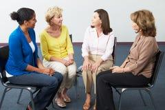 Reunião do grupo de apoio das mulheres fotografia de stock