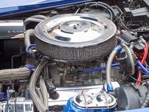 Reunião dos coletores de carros clássicos e de carros do músculo Motor com o filtro de ar grande Fotos de Stock