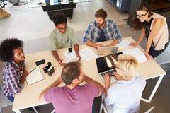 Reunião fêmea de Leading Creative Brainstorming do gerente fotografia de stock royalty free