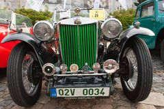 reunião tradicional dos fãs de carros e de velomotor do vintage Uma exposição de carros velhos na praça da cidade de Tisnov Fotografia de Stock Royalty Free