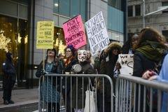 Reunión anti del triunfo delante de la torre del triunfo en Toronto Imagen de archivo libre de regalías