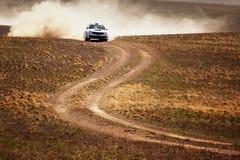 Reunión auto en desierto Imagenes de archivo