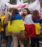 Reunión de los manifestantes cerca de la embajada rusa Imagen de archivo