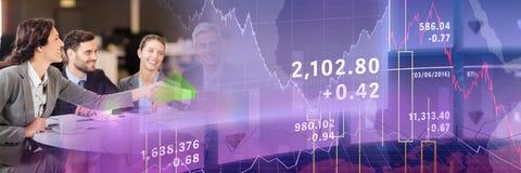 Reunión de negocios con la transición púrpura del gráfico de las finanzas Imagen de archivo libre de regalías