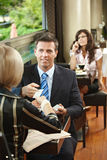 Reunión de negocios en café imagenes de archivo