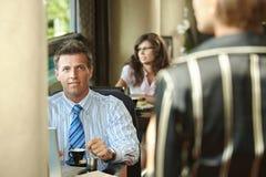 Reunión de negocios en café Foto de archivo
