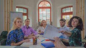 Reunión de negocios en compañía de lanzamiento creativa imagen de archivo libre de regalías