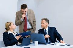 Reunión de negocios en oficina Imagen de archivo