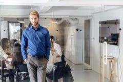 Reunión de negocios en una oficina agradable Fotos de archivo libres de regalías
