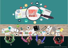 Reunión de reflexión del hombre de negocios del vector Concepto moderno del ejemplo del vector del diseño plano de análisis de ne Imagen de archivo libre de regalías