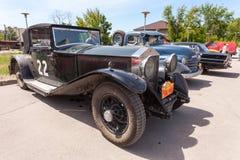 Reunión de retro-coches  Fotos de archivo libres de regalías