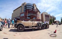 Reunión de retro-coches  Imagenes de archivo